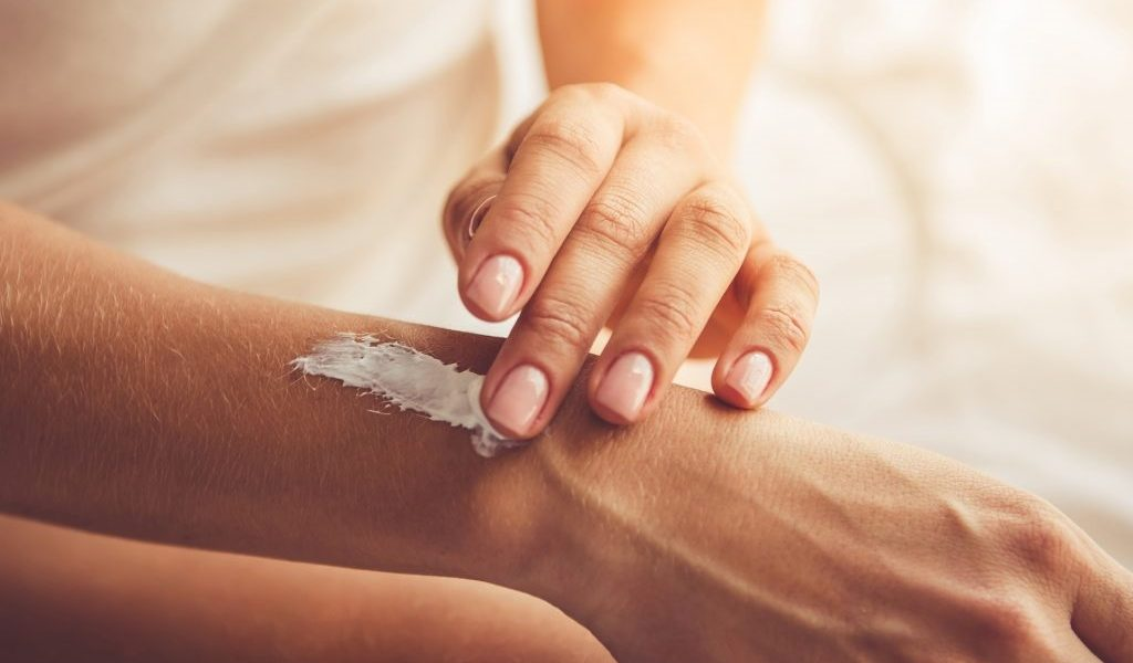 Rub This Homemade Magnesium Lotion on Your Skin to Help Relieve Pain in Minutes